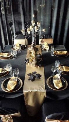 101 Glamorous Gold And Black New Year's Eve Party Decoration Ideas - Nye Party, 50th Party, Gatsby Party, Gold Party, Christmas Table Settings, Christmas Tablescapes, Thanksgiving Table Settings, New Years Eve Decorations, Party Table Decorations