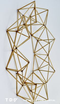 Handmade Holiday Decor: DIY Faux Brass Himmeli Wreath – The Design Confidential Handmade Holiday Decor: DIY Faux Brass Himmeli Kranz Thanksgiving Decorations, Halloween Decorations, Holiday Decor, Diy Inspiration, Geometric Decor, Reno, Handmade Home Decor, Decor Diy, Decor Ideas