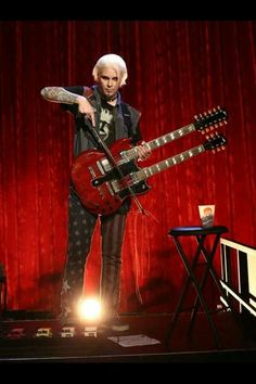 John 5 on the show. John 5 Guitarist, Best Guitarist, Glam Rock, Rocker Chick, Famous Musicians, Rob Zombie, People Of Interest, Music Pictures, Psychobilly