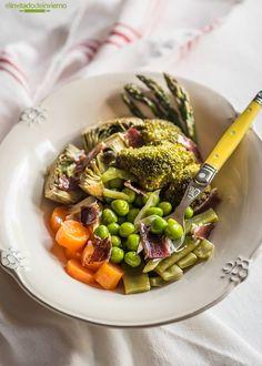Receta sencilla de menestra de verduras con jamón, con verduras al vapor y jamón. Con consejos y explicaciones paso a paso.