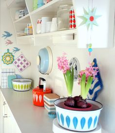 Would love to find a way to somewhat incorporate this feel in my kitchen, so light, colorful and free!