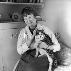 Date 	1919 - 1999  Description 	IRIS MURDOCH & CAT  Details    	IRIS MURDOCH Prolific British writer, her works dealing with everyday and moral issues and the function of myth in making sense of one's own existence.