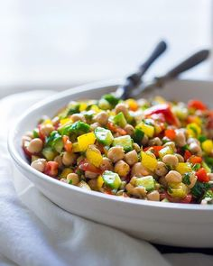 This flavorful Middle Eastern Balela Salad is both hearty and refreshing. Made with chickpeas…