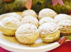 Filled light nuts rolled in powdered sugar Top-Rezepte. Slovak Recipes, Czech Recipes, Hungarian Recipes, Keks Dessert, Traditional Cakes, Four, Christmas Baking, Food Hacks, Holiday Recipes