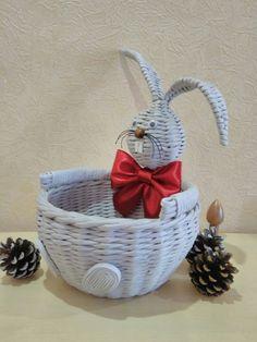 Owl Basket, Easter Egg Basket, Easter Eggs, Sun Paper, Paper Art, Diy Plastic Bottle, Diy And Crafts, Paper Crafts, Newspaper Basket