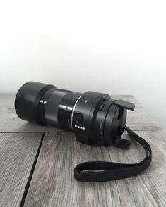 -- FOR SALE -- Sony QX1 E-Mount met portretlens (50mm F/1.8) én groothoeklens (19mm F/2.8). Deze kwalitatieve slimme camera (met 20.1 megapixels!) is ontworpen voor het fotograferen met je smartphone (die je er aan vastklikt!). Dankzij de E-mount is het mogelijk om te fotograferen via je smartphone in RAW! Met een hoog ISO bereik kun je met gemak foto's maken met weinig licht/schemering. Mocht je meer licht wensen dan biedt de ingebouwde pop-up flitser een uitkomst! Behalve fotograferen is…
