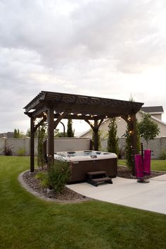 The pergola you choose will probably set the tone for your outdoor living space, so you will want to choose a pergola that matches your personal style as closely as possible. The style and design of your PerGola are based on personal Pergola D'angle, Pergola Metal, Diy Pergola Kits, Hot Tub Pergola, Hot Tub Backyard, Building A Pergola, Cheap Pergola, Pergola Lighting, Pergola Shade