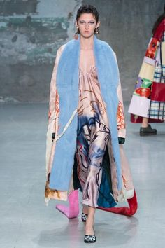 See the entire Marni Spring 2018 collection.