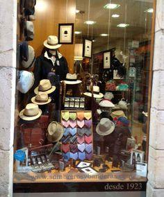 Escaparate de Sombrerería Albiñana Men's Hats, Hat Shop, Store Design, Hats For Men, Display Ideas, Miniatures, Window, Mens Fashion, Boutique