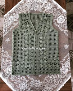 Good Morning - happy markets - this vest is like Nermin to Denizli - Her Crochet Crochet Cardigan Pattern, Tunic Pattern, Top Pattern, Diy Crafts Knitting, Fashion Dress Up Games, Crochet Summer Tops, Crochet Woman, Knitting Designs, Crochet Clothes