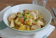 Bocconcini di petto di pollo con funghi e patate un buon secondo piatto,facile e genuino, molto leggero e ideale anche come piatto unico,facilissimo e buono
