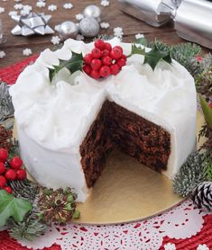 Traditional Irish Christmas Cake: recipe and advice for a perfect Christmas Cake This traditional Irish Christmas Cake is perfect dessert for the holidays. Learn how to make this cake at home. Food Cakes, Christmas Treats, Christmas Baking, Holiday Desserts Christmas Cake, Christmas Brunch, Christmas Recipes, Christmas Cookies, Xmas, Cake Icing