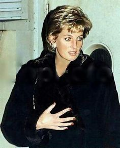 Diana wearing a fur coat, hmmm, never saw her in fur before.