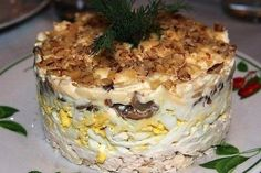 Слоёный салат с курицей, грибами и грецким орехом