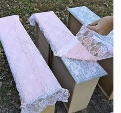 Shabby in love: Trasform everything with lace and spray paint
