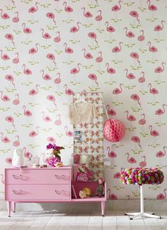 With a love for all things fabulous and fancy, 'Felicity Flamingo' wallpaper from 'Guess Who' adds style to any little girls bedroom!