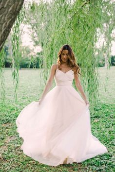 This nontraditional wedding dress is ideal for a lovely spring wedding! Check out these 5 Essential Details Every Stunning Spring Wedding Needs