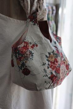 로즈부케 린넨 라운드가방 : 네이버 블로그 Purse Organizer Pattern, Purse Organization, Floral Tops, Women, Fashion, Satchel Handbags, Purses, Fabric Basket, Baskets
