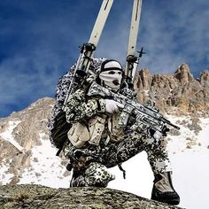 Survivalist Military Gear, Military Police, Military Weapons, Usmc, Military Soldier, Military Special Forces, Camouflage Patterns, Future Soldier, Military Pictures