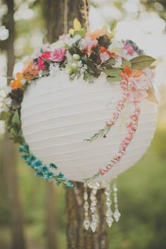 Paper lanterns decorated with flowers | Botanical | Wedding Inspiration | Wedding Idea