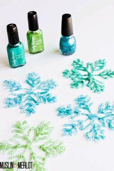 冬のクラフトアイデア♡ボンドの上にマニキュアを塗るだけでキラキラ綺麗な雪の結晶のできあがり!