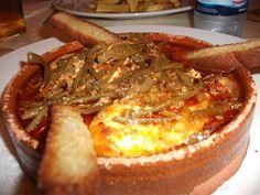 Las tagarninás esparrragás tienen bonito hasta el nombre. Es un plato que ahora está en su mejor momento para mojar pan y los tapatólogos gaditanos están atentos a cualquier esparragamiento que surge en los campos gaditanos. Estas que reproducimos han sido halladas en el Bar Cádiz de Medina por el colegiado tapatólogo Manolo Muñoz Picos. Es uno de los hallazgos de esta semana. Para verlos todos pulsa el enlace esparragao…