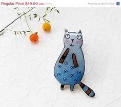 Cat brooch pin