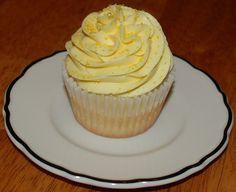 Lemon cake with lemon buttercream frosting.     http://timemart.vn/305/p/316609/may-trong-rau-mam.  http://timemart.vn