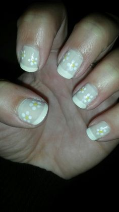 Flower nails french manicure