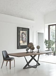 Stół rozkładany do jadalni lub salonu o nowoczesnej geometrycznej podstawie ze stali i blacie z drewna lub hartowanego szkła