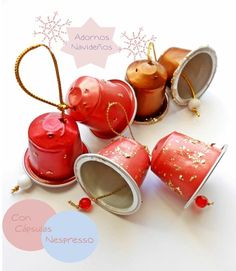 ¿Cómo estan yendo las Fiestas Navideñas?? Espero y deseo que muy bien :) Las mias geniales, esto de no trabajar una no sabe si es Sáb... Christmas Arts And Crafts, Christmas Cup, Christmas Ornaments, Maker Labs, Cup Crafts, Cappuccino Cups, Diy Recycle, Xmas Decorations, Cool Designs