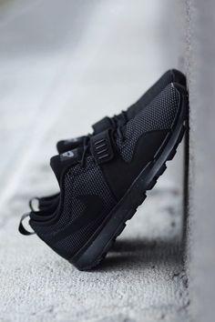 vistale: Triple Black Nike SB Trainerendors