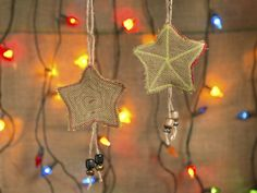 Cute and Creative Burlap Star Ornaments >> http://blog.diynetwork.com/maderemade/how-to/cute-and-creative-burlap-star-ornaments?soc=pinterest