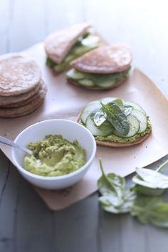 Buckwheat pancakes with green pea pesto Pea Recipes, Vegetarian Recipes, Healthy Recipes, Healthy Food, Buckwheat Pancakes, Pancakes And Waffles, Slimming Recipes, Apple Salad, Healthy Eating Recipes