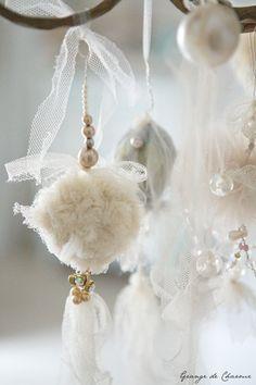 gold&white xmas I fehér-arany karácsony Merry Christmas, Shabby Chic Christmas, Christmas Colors, White Christmas, Christmas Tree Decorations, Christmas Holidays, Xmas, Christmas Ornaments, White Ornaments