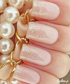 Ślubne delikatne paznokcie