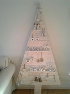 houten kerstboom in white wash.