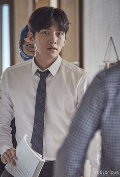 [단독공개] 지창욱 수상한 열애현장 포착!? (ft. 네버엔딩 대본♥) : 네이버 포스트