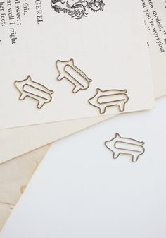Piggy paper clips - Aw they match my pet teacup pig I don't have yet!!
