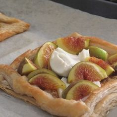Very quick tart with figs, goat cheese and honey