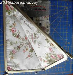laboreandovoy: Tutorial funda con boquilla recta Card Holder, Coin Purse Tutorial, Mobile Cases, Accessories, Japanese Fabric, Quilting Patterns, Drip Tip, Rolodex