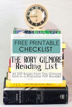 a free printable checklist with all 339 books in the Rory Gilmore Reading List. It's already formatted to be a booklet when printed! Punch holes in the spines and add it to your or Half-Size planner. Rory Gilmore, Gilmore Girls Books, I Love Books, Good Books, Books To Read, My Books, Teen Books, I Love Reading, Reading Lists
