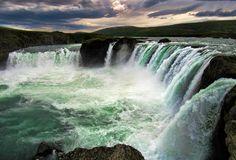 Godafoss, Islandia. Foto de Antonio Panadero. #LPTraveller #postalesLP #godafoss #islandia #cascada