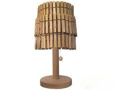 lampara hecha con pinzas para la ropa