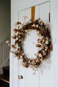 The prettiest neutral dried floral wreath...