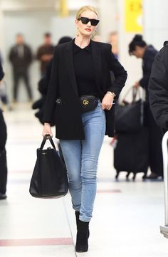 Get the most out of your transitional style with outfit inspiration from Rosie Huntington-Whiteley — pics! Rosie Huntington Whiteley, Rosie Huntington Hair, Blazer Outfits, Casual Outfits, Fashion Outfits, Style Fashion, Blazer Fashion, Jeans Claro, Vetement Fashion