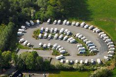 Leserwahl 2017: Die besten Wohnmobil-Stellplätze des Jahres - PROMOBIL Parking Lot, Motorhome, Camper, Golf Courses, Dolores Park, Mansions, House Styles, Outdoor Decor, Travel