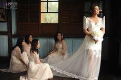 modern filipiniana by veejay floresca Designer Wedding Gowns, Wedding Dress Styles, Dream Wedding Dresses, Bridal Dresses, Bridesmaid Dresses, Filipiniana Wedding Theme, Filipiniana Dress, Modern Wedding Theme, Wedding Colors