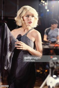 """Photo of Debbie HARRY and BLONDIE; Debbie Harry on the set of the """"Heart of Glass"""" video shoot Get premium, high resolution news photos at Getty Images Blondie Debbie Harry, Debbie Harry Hair, Debbie Harry Style, Chris Stein, Blondies, Beautiful Actresses, My Idol, Hair Cuts, Hair Beauty"""