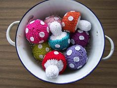 MamzelleMarmotte's Poisonous knitted shrooms, on Ravelry. Based on the Free Pattern from Abby Kroken on Beewee. Amigurumi Patterns, Knitting Patterns Free, Free Knitting, Crochet Patterns, Free Pattern, Dress Patterns, Diy Tricot Crochet, Crochet Food, Crochet Dolls